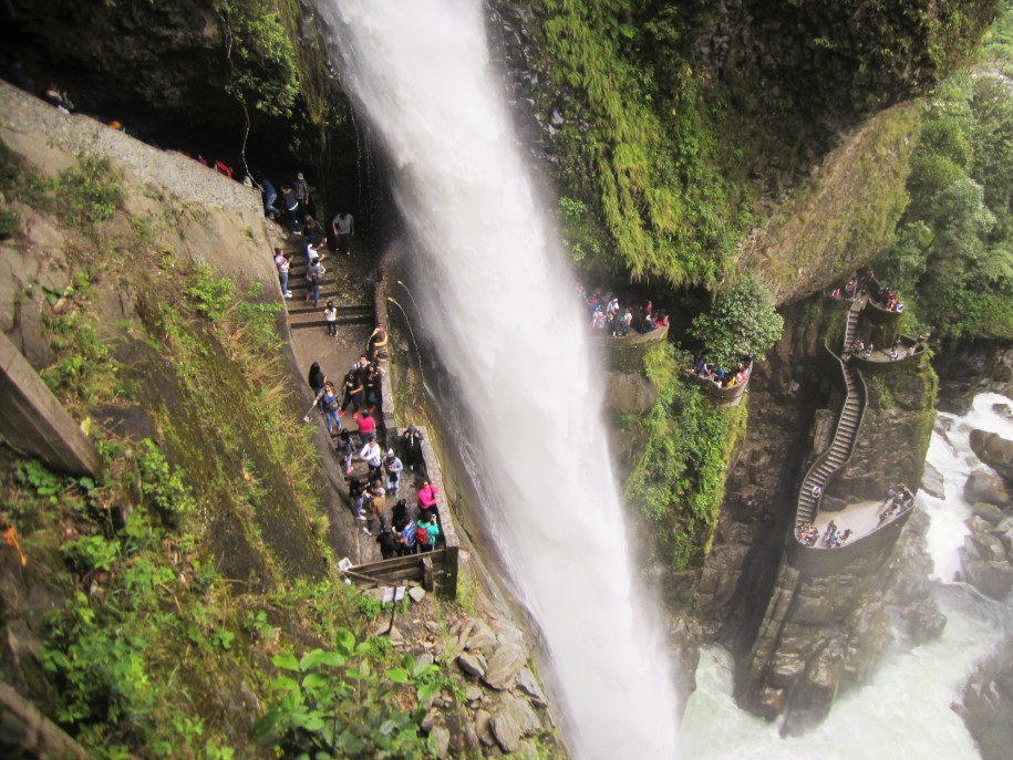 Pailon del Diablo Waterfall