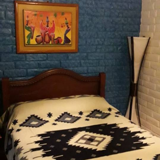 room2_river_house